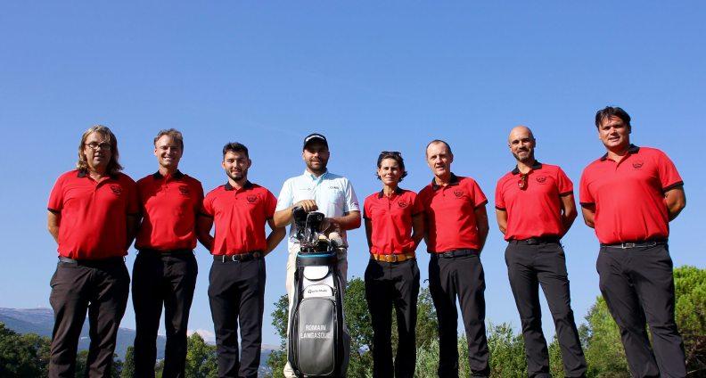 L'équipe des pros entoure Romain Langasque le golfeur professionnel issu de Saint Donat