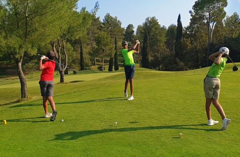 Stage intensif pour adolescents et enfants pendant les vacances de golf