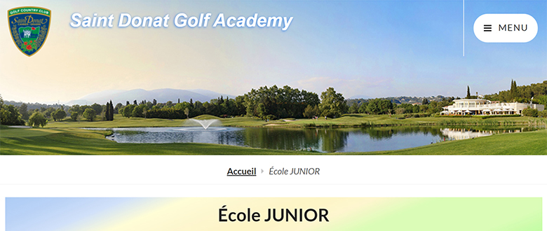 L'École pour jeunes perfectionne le golf des enfants en leçons de groupe junior